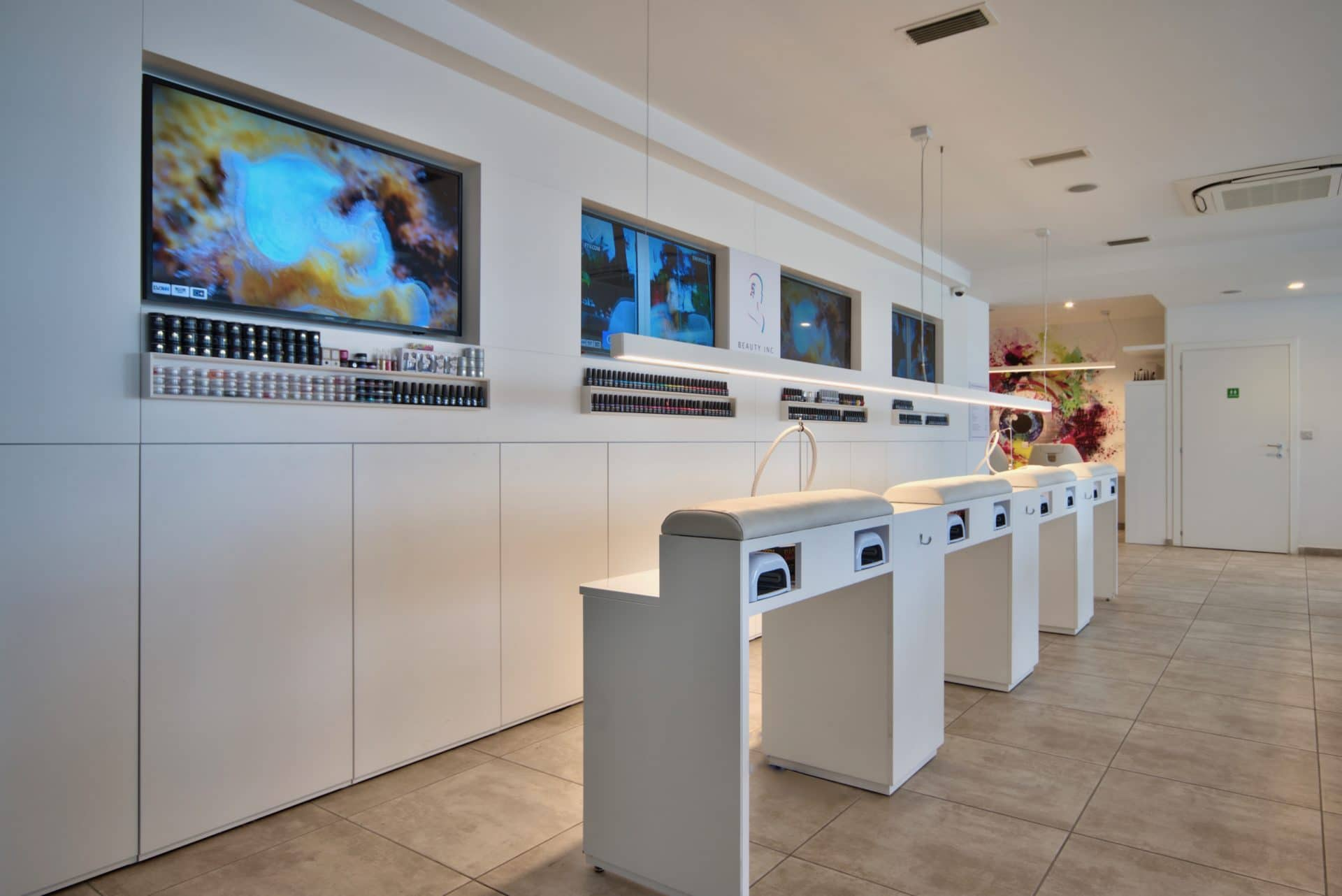 Nail Bar – Manicure Station