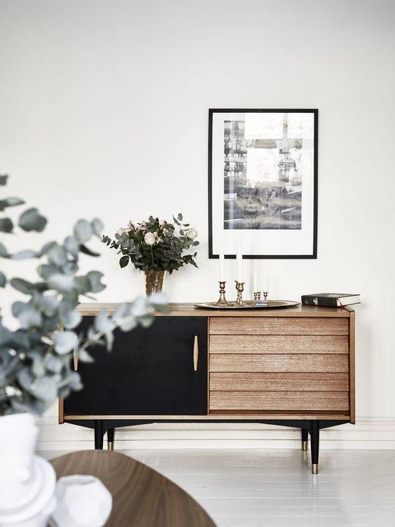 Minimalism - white walls, pale wood, flower arrangements