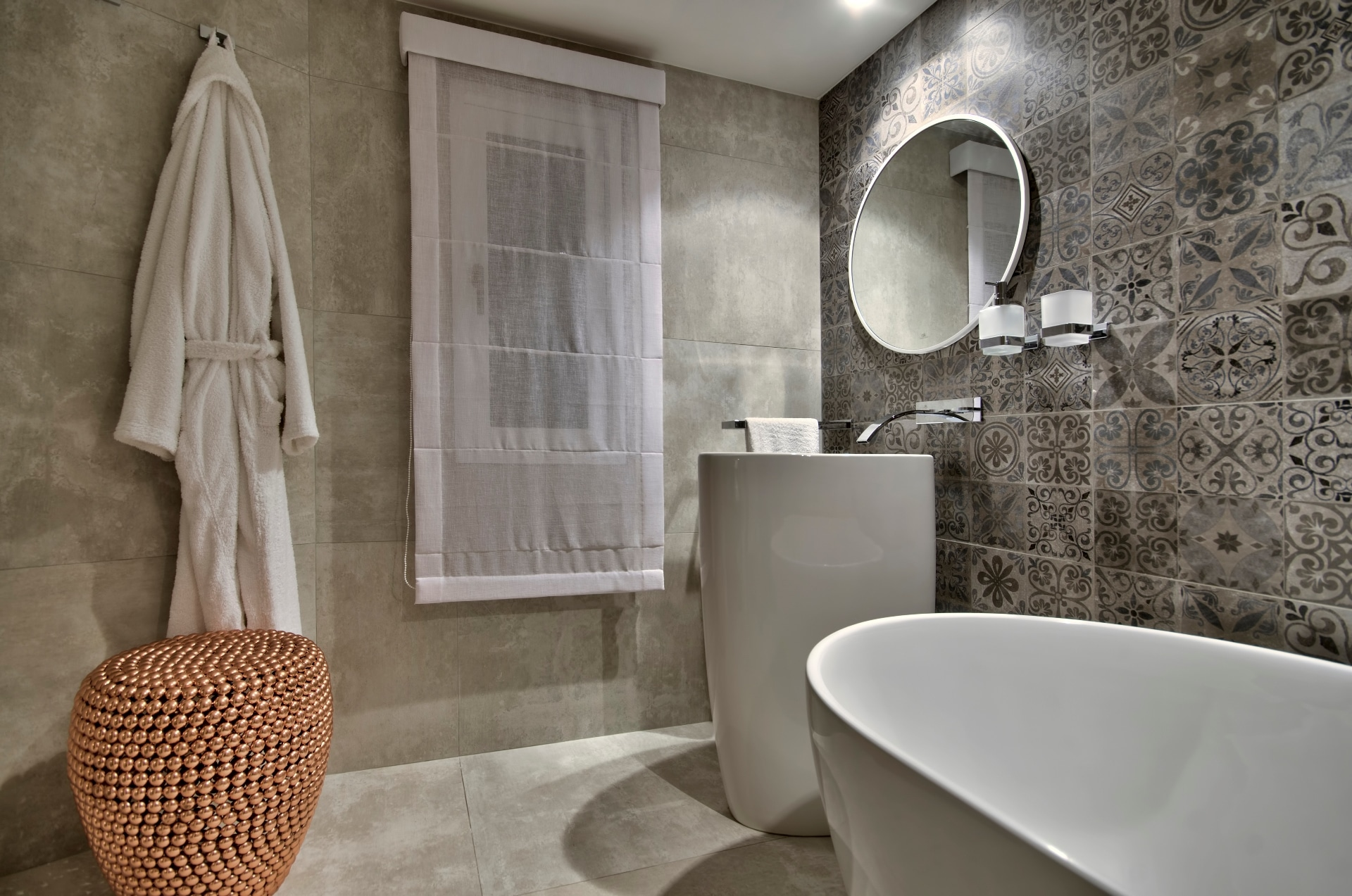 Bathroom – Feature wall, luxury bath