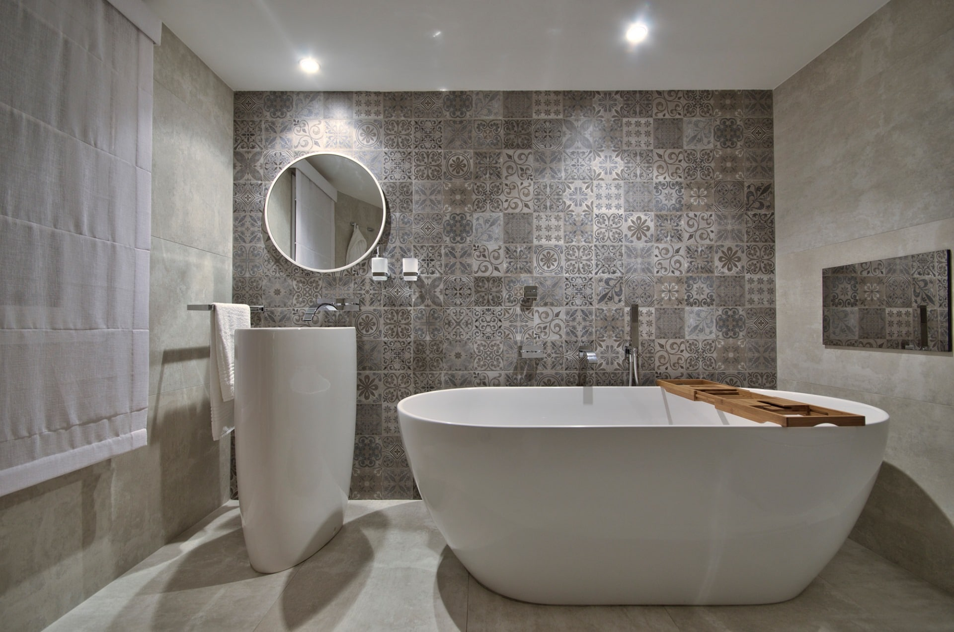 Bathroom – feature wall, tile and luxury