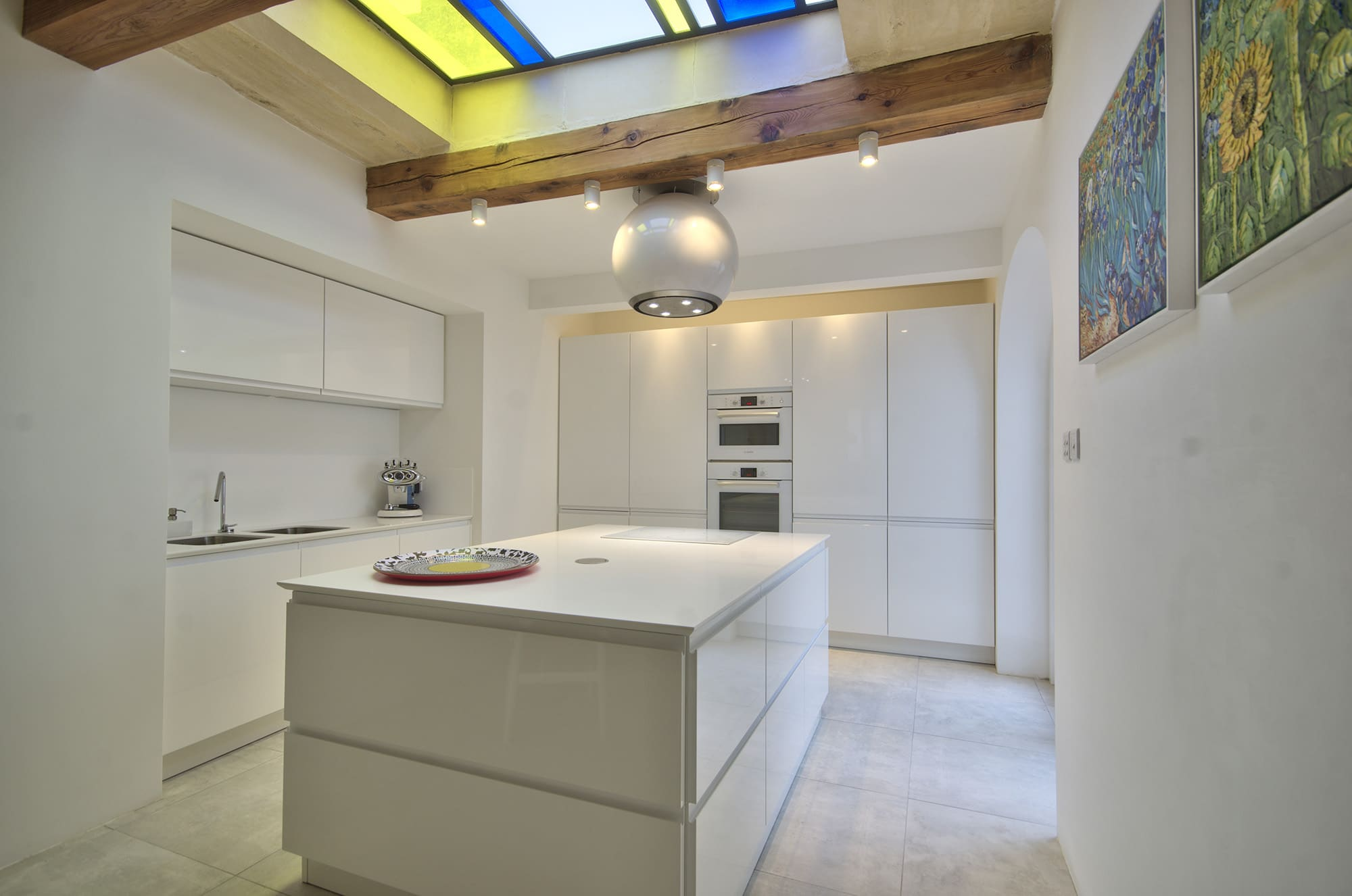 Kitchen – white, feature stained glass
