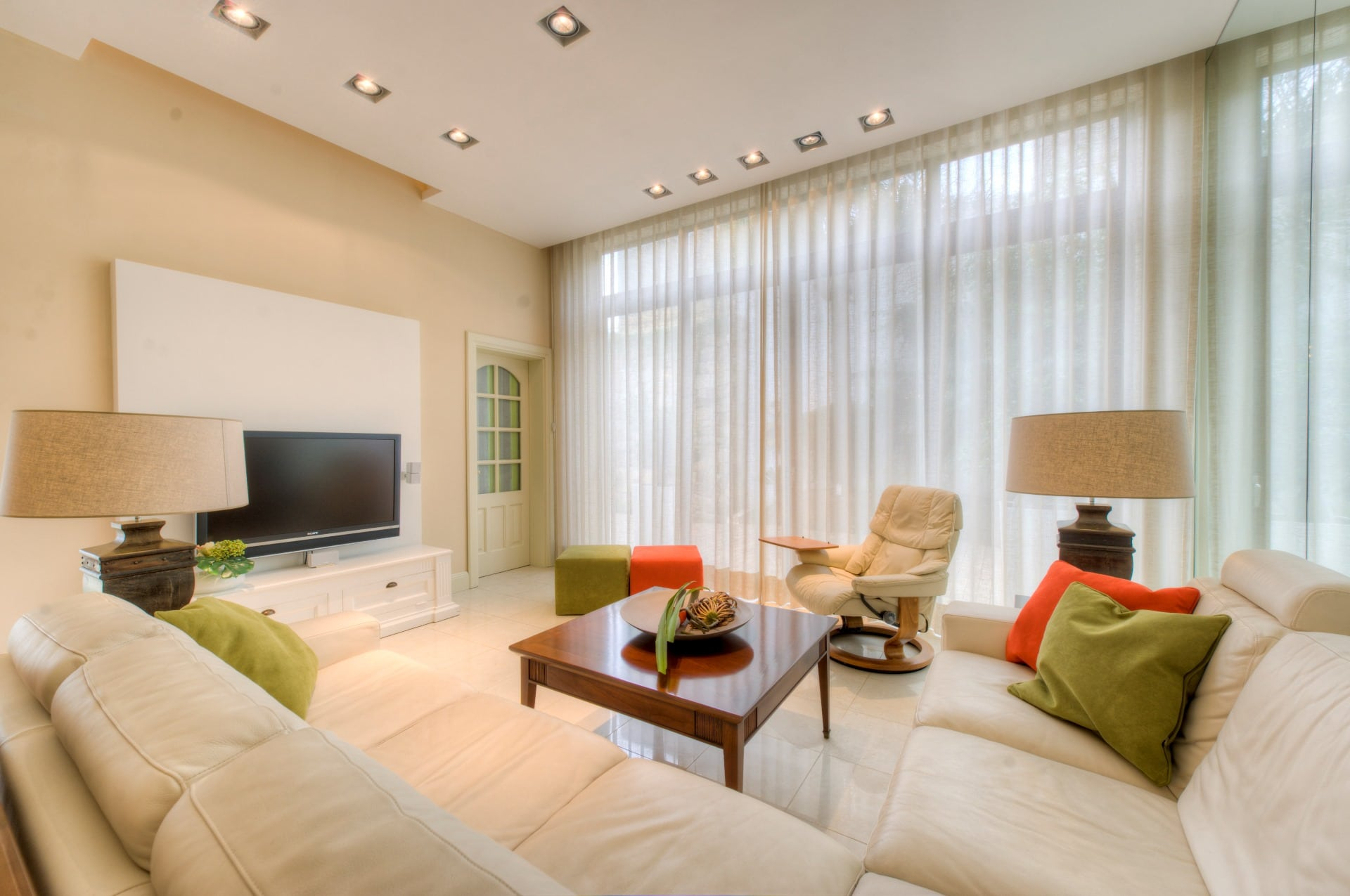 Contemporary Living Room – accent colours, light curtains, table lamps