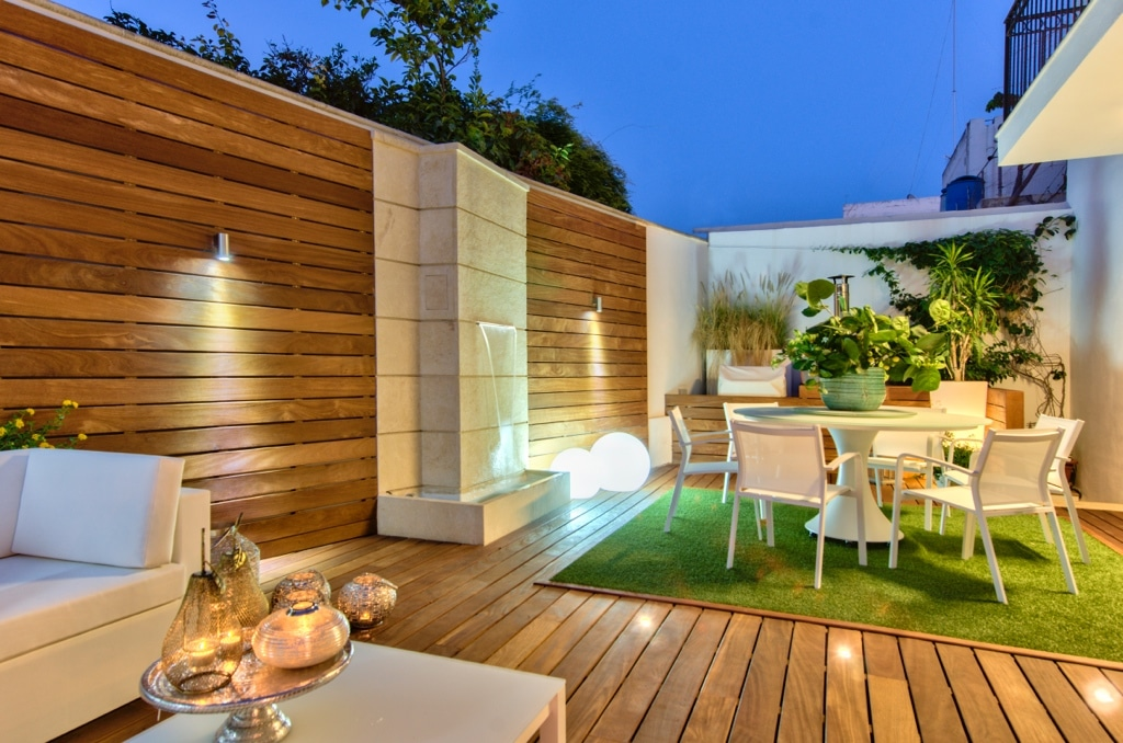 Garden – accessories, decking, water feature, feature lighting, dining area