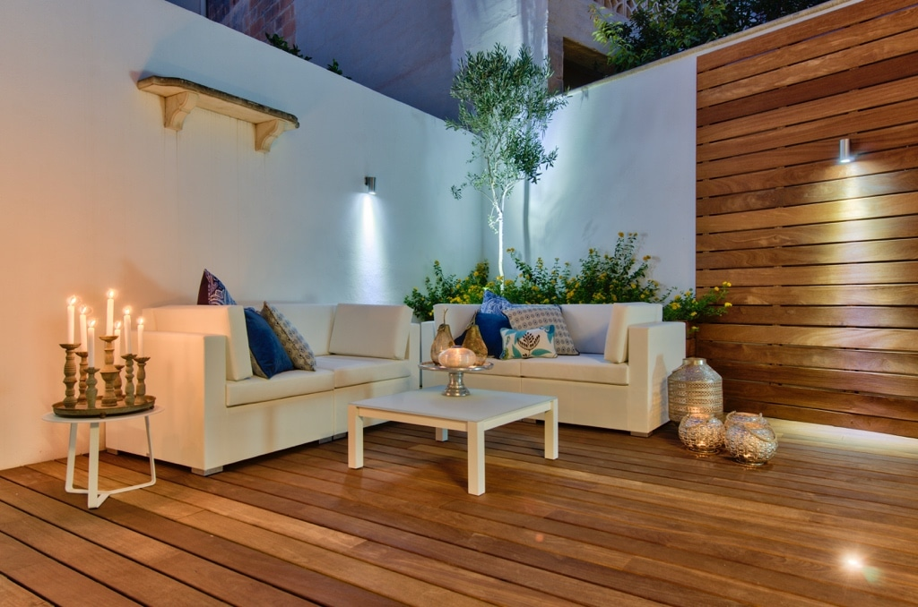 Garden – sofa, relaxing atmosphere, candles, feature lighting, decking