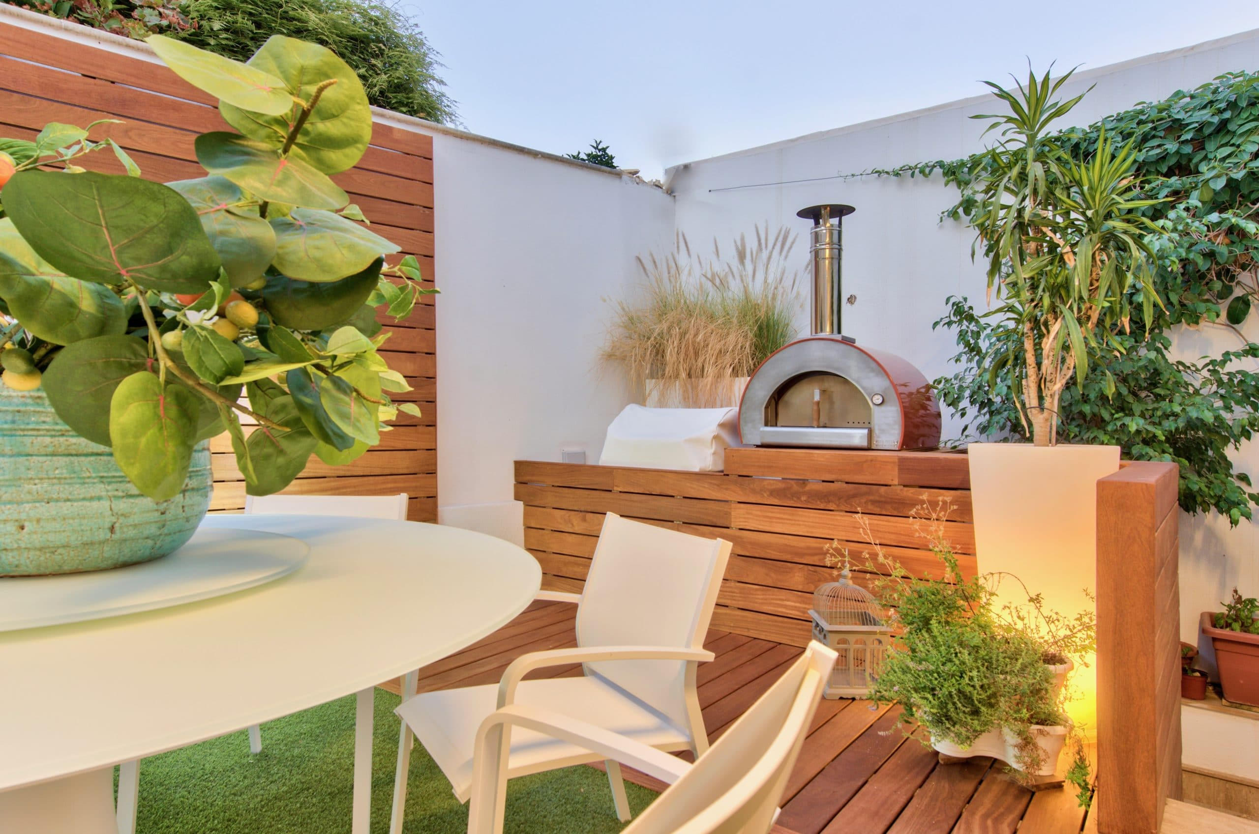 Garden – stove, sitting area, plants, landscaping, decking