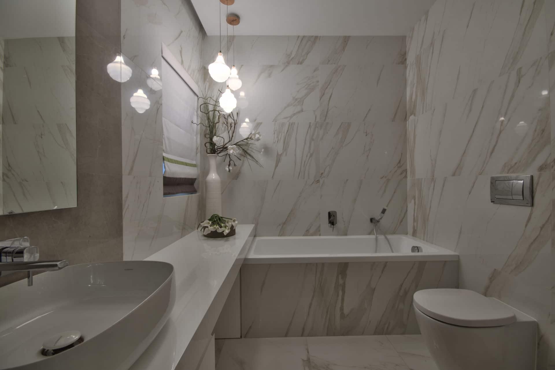 Bathroom – luxury bath, accessories, tiling